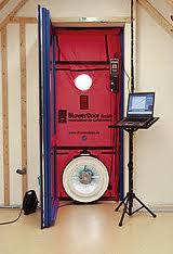 Aufbau der Messeinrichtung für einen Blower-Door-Test